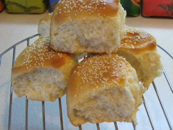 Recipe cream portioned breads with sesame seeds